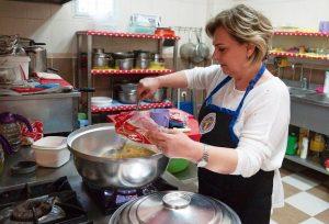 Menemenspor'da yemekler Başkan'ın eşinden